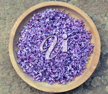 Violet lilac in a wooden bowl