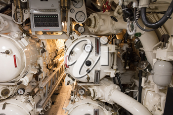 Control of torpedo tubes on a submarine - Selective focus