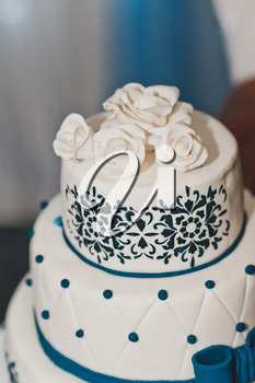 Decorated with blue pattern on a wedding cake.