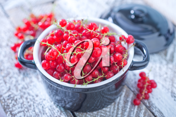 fresh red currant in bowl and on a table